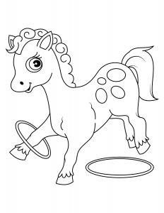Лошадка Играет с Обручем